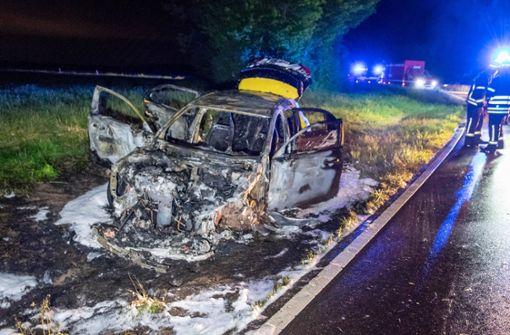 Mercedes schanzt zwölf Meter durch die Luft und brennt aus