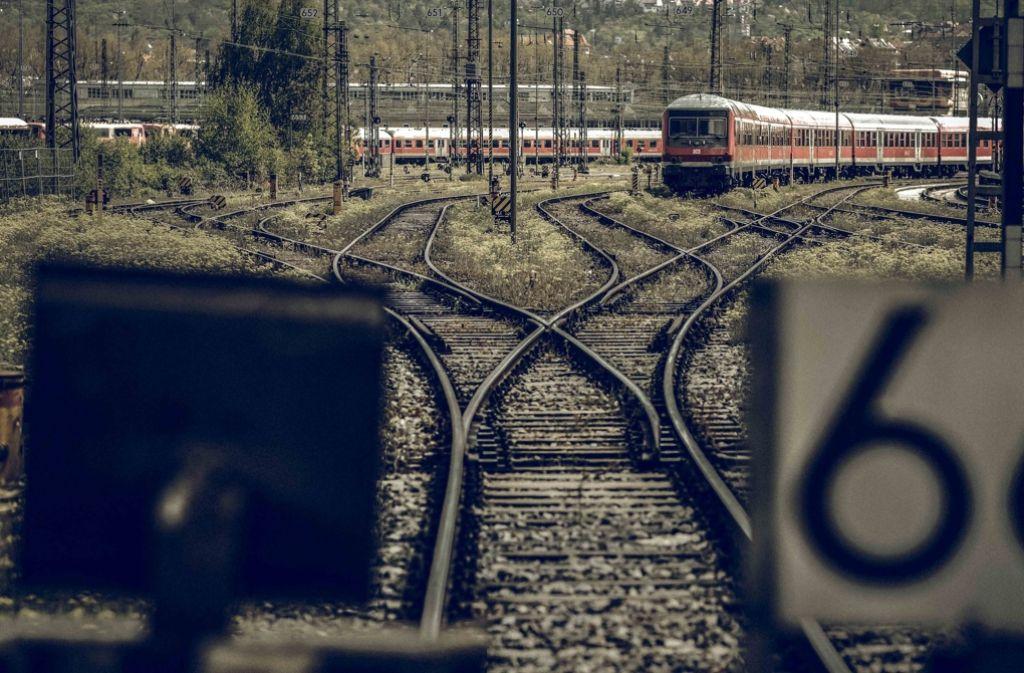 Ein Zusammenschluss privater Eisenbahn-Unternehmen will die alten Gleisanlagen des Kopfbahnhofes weiter betreiben. Foto: Lichtgut/Leif Piechowski