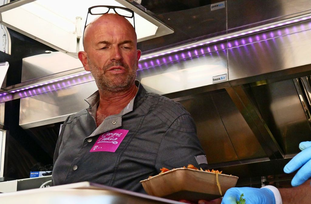 Noch bis Donnerstag serviert Stefan Wiertz auf dem Campus aus seinem Foodtruck heraus ausgefallene Pasta-Gerichte. Foto: Eileen Breuer
