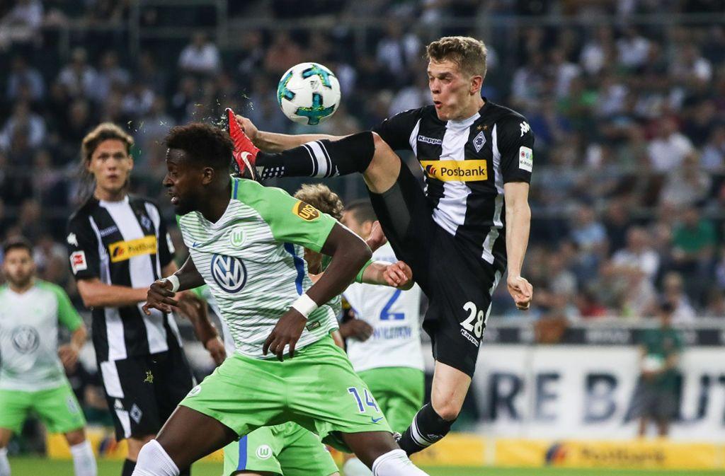 Für den VfL Wolfsburg könnte es nach der 0:3-Niederlage bei Borussia Mönchengladbach zurück in den Abstiegskampf gehen. Foto: Bongarts