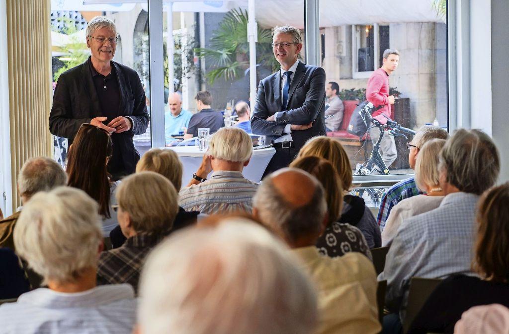 Muntere Debatte: Michael Kienzle (links) und Joachim Dorfs Foto: Lichtgut/Achim Zweygarth
