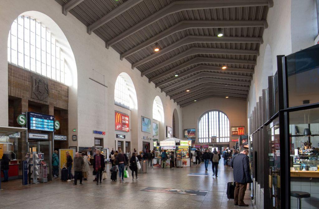 Die Verantwortlichen der Bahn stellten am Montag in Stuttgart die Pläne für den Umbau des sogenannten Bonatzbaus vor. Foto: dpa