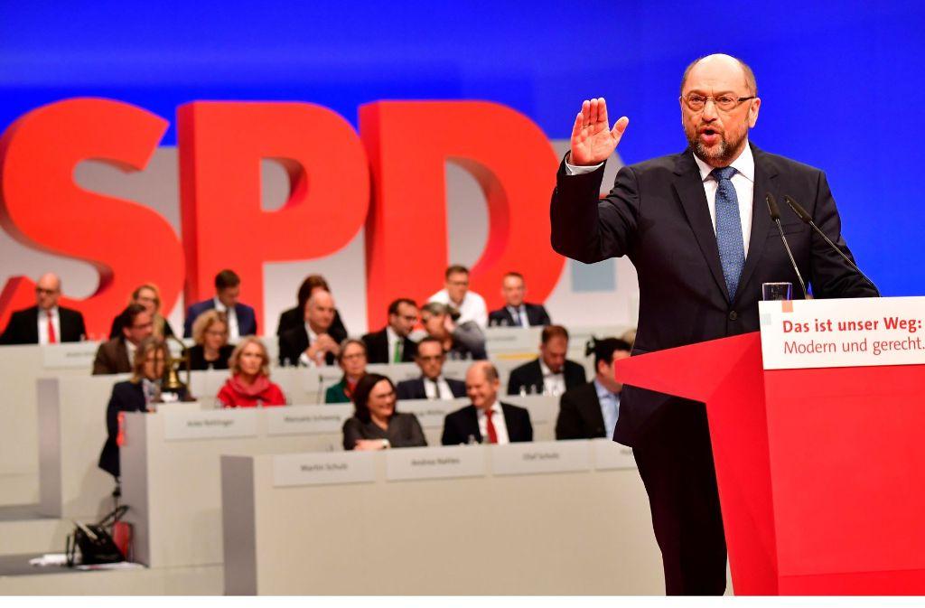 """Eindringlich hat SPD-Chef Martin Schulz auf dem Berliner Parteitag dafür geworben, ihm das Mandat für """"ergebnisoffene"""" Gespräch mit den Unionsparteien zu geben. Foto: AFP"""