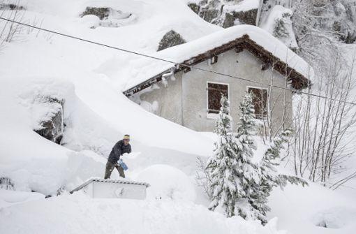 Alpenregionen hoffen auf Ende der Schneefälle