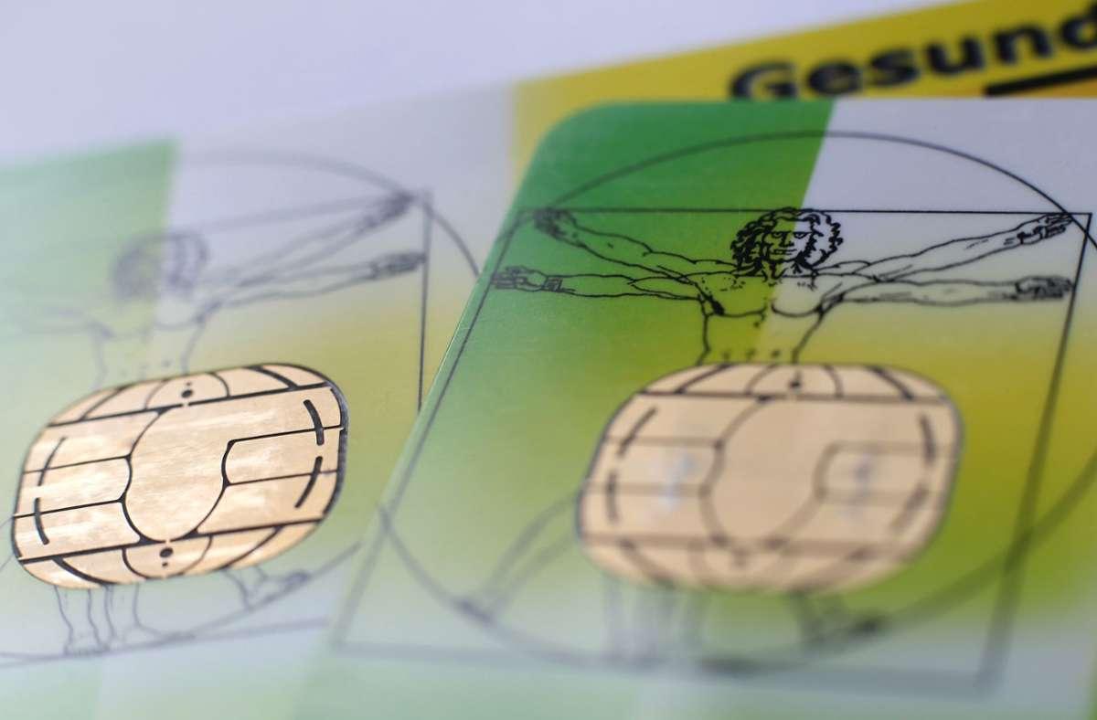 Versichertenkarten – immer weniger Menschen in Deutschland sind dadurch geschützt. Foto: dpa/Karl-Josef Hildenbrand