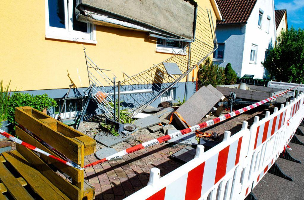 Der abgestürzte Balkon in Steinheim. Foto: 7aktuell.de/Nils Reeh/7aktuell.de | Nils Reeh
