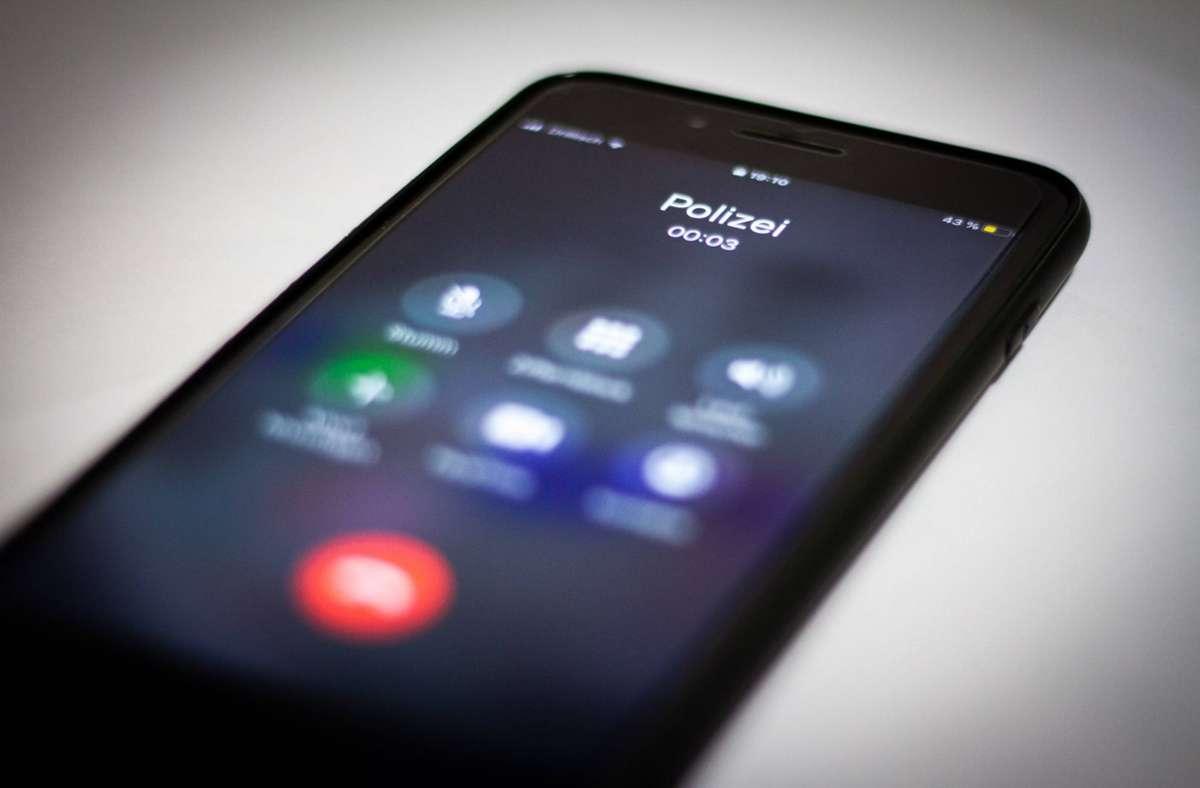 Die Polizei in Stuttgart warnt vor Telefonbetrügern. Foto: imago images/7aktuell/7aktuell.de Max Rühle via www.imago-images.de