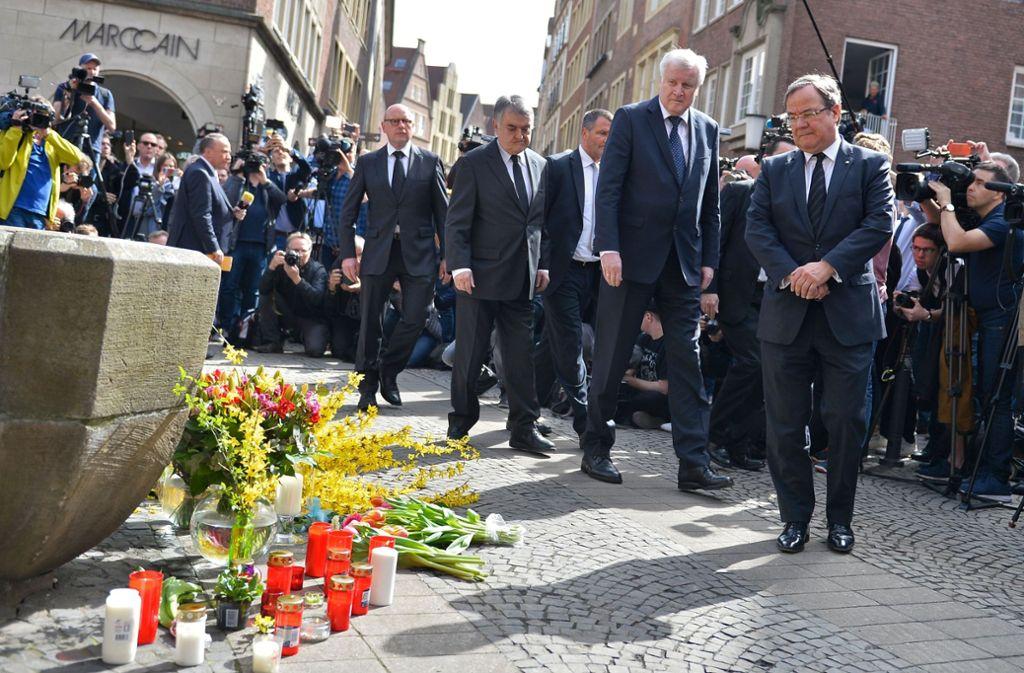 NRW-Ministerpräsident Armin Laschet und Bundesinnenminister Horst Seehofer besuchen den Ort des Anschlags. Foto: AFP