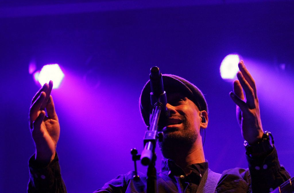 Der Auftritt von Fat Freddys Drop beginnt langsam, aber dann ... (Weitere Bilder vom Samstagabend in Stuttgart zeigt die folgende Fotostrecke.) Foto: Jan Georg Plavec