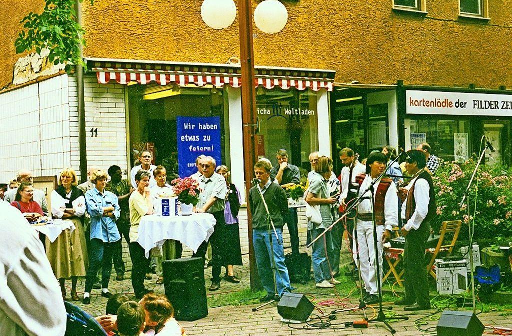 1997 kam Fritz Kuhn zur Eröffnung des Weltladens am Vaihinger Markt. Damals war er aber Landtagsabgeordneter und noch lange nicht Stuttgarter Oberbürgermeister. Foto: privat