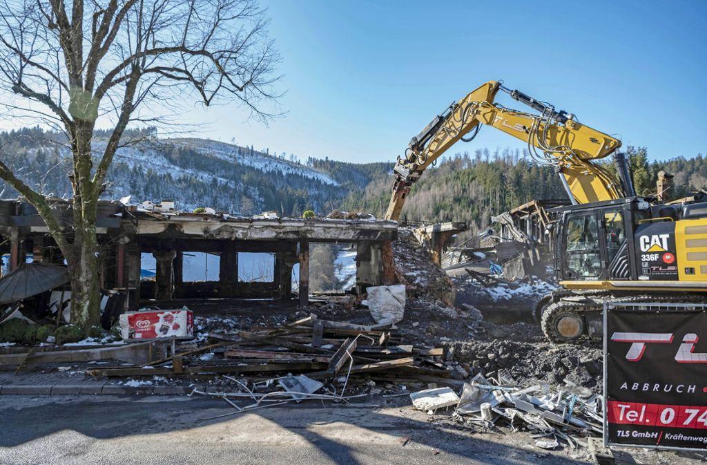Viel ist nach dem verheerenden Feuer nicht mehr übrig von der Schwarzwaldstube und der Köhlerstube. Foto: dpa/Uli Deck