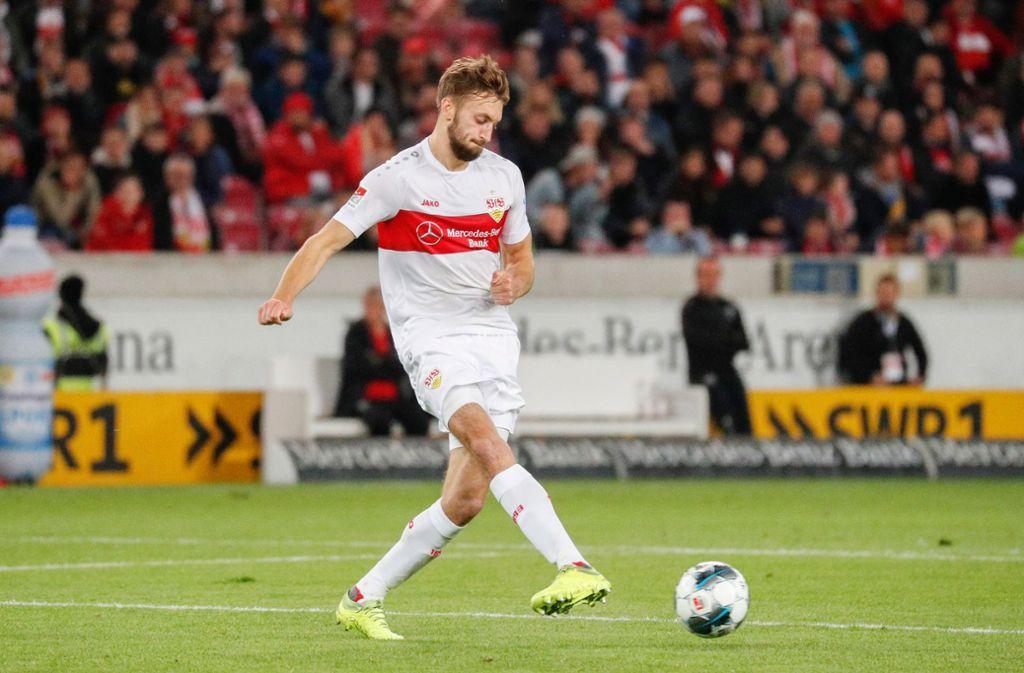 VfB-Innenverteidiger Nat Phillips zog sich im Spiel gegen Wiesbaden eine Verletzung zu. Foto: Baumann