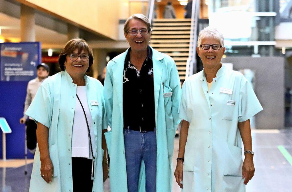Ursula Gottschick, Martin Exner und  Irmgard Kober (von links) sind  jeweils einen Vormittag für die Patienten da.Foto: Patricia Sigerist Foto: /Patricia Sigerist