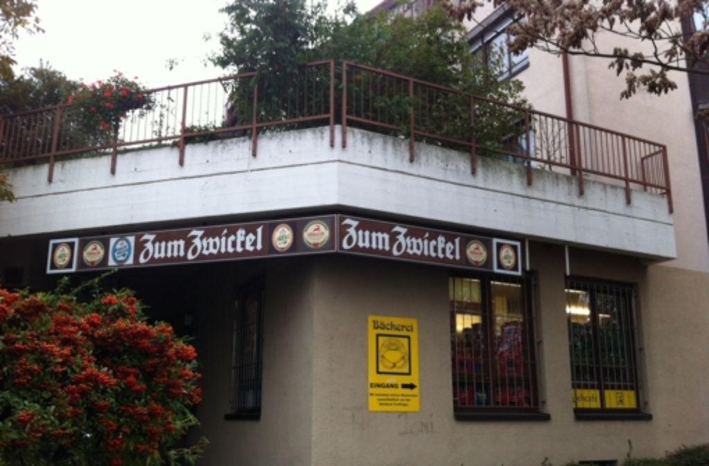 Im Lokal Zum Zwickel gibt es leckeres Essen zum Pils. Foto: Annina Baur