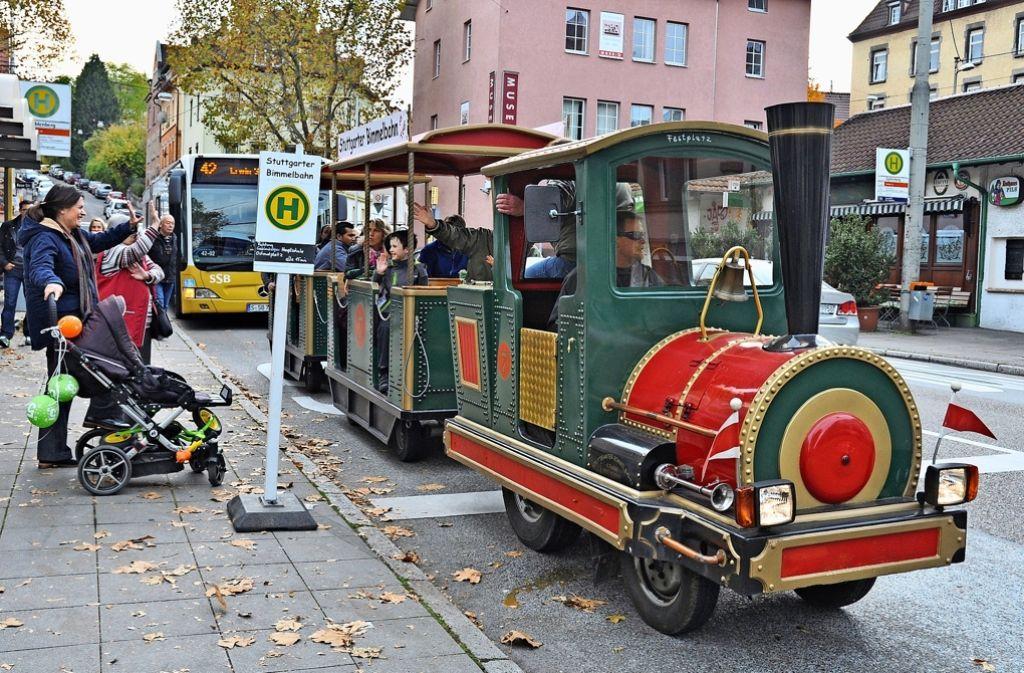 Die beliebte Bimmelbahn ist eines der Zusatzangebote bei den bisherigen verkaufsoffenen Sonntagen in Gablenberg und Ostheim gewesen. Foto: Atmane/HGV