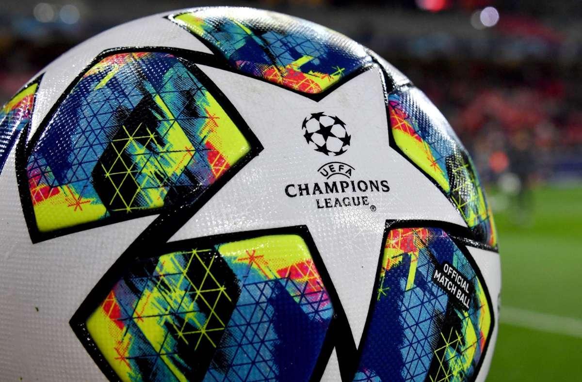 In der Königsklasse soll für Gästefans ein Kontingent über fünf Prozent der Stadionauslastung erlaubt sein (Symbolbild). Foto: AFP/DENIS CHARLET