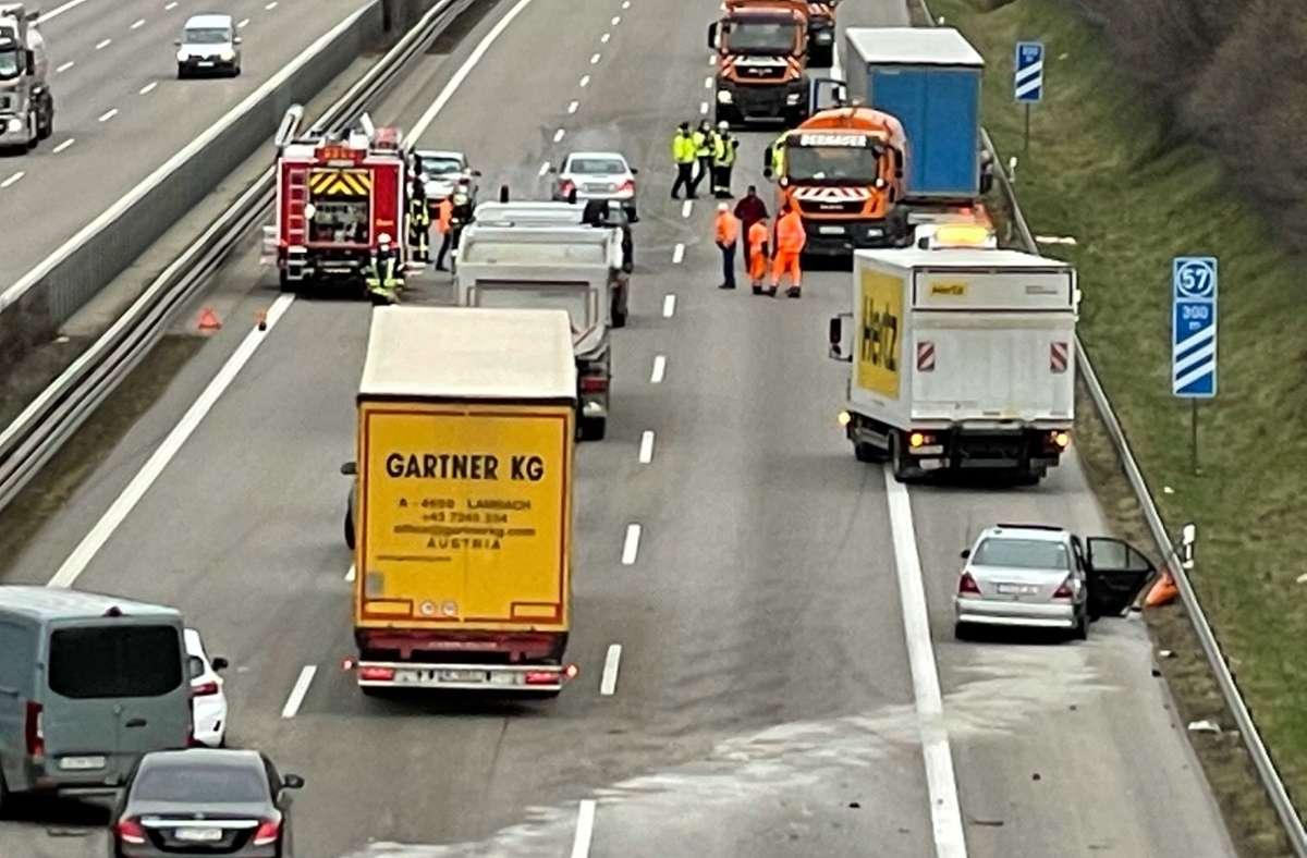 Drei Fahrzeuge waren in den Unfall verwickelt. Foto: SDMG/Maier