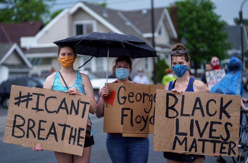 "Demonstranten  in  Minneapolis machen klar: ""Schwarze Leben zählen"". Foto: AFP/KEREM YUCEL"