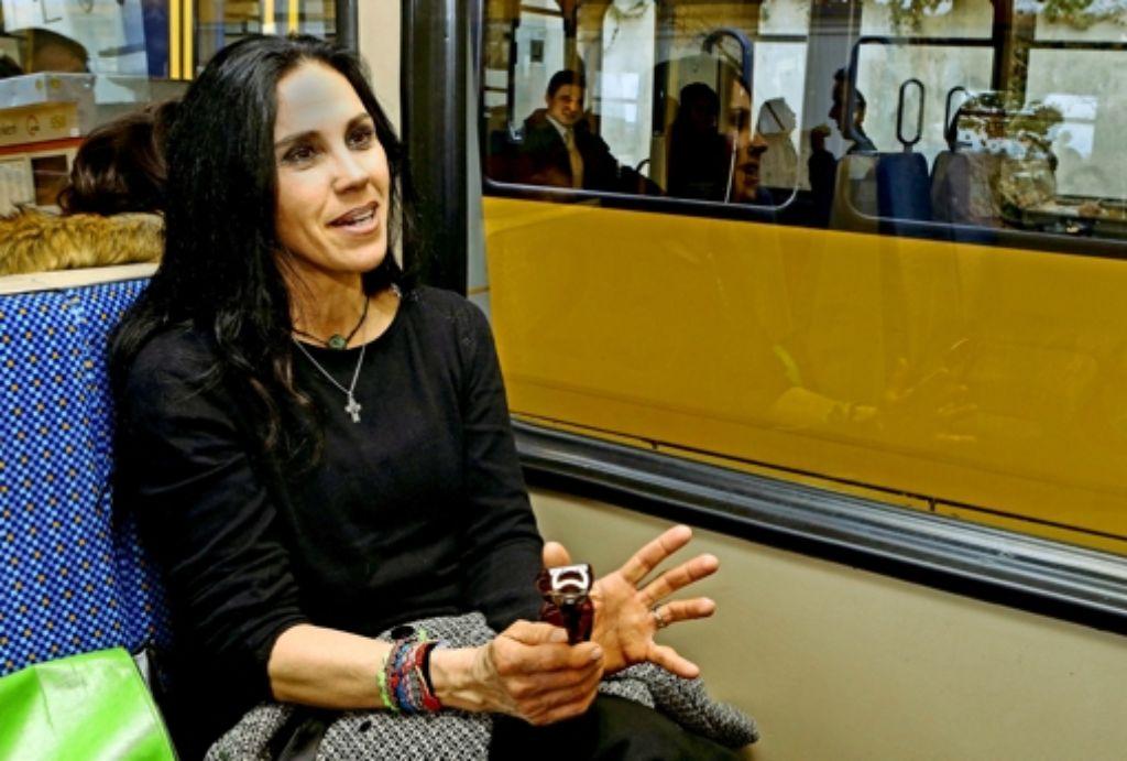 Christina Jöst kommt es  so vor, als habe  die Eiskunstläuferin Tina Riegel nicht mehr viel mir ihr zu tun. Foto: Baumann