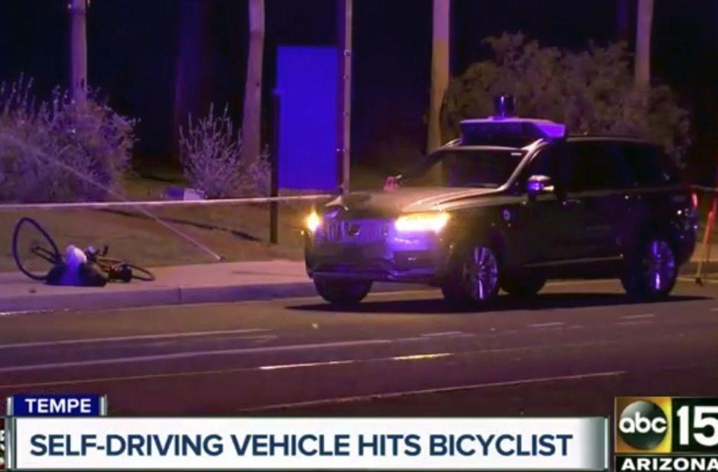 Wenn Roboter-Autos töten, bekommt die Schuldfrage eine ganz neue Dimension. Foto: ABC-15/AP