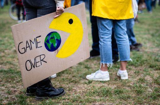 Mit Abstand und Maske –  Tausende bei Klima-Demos