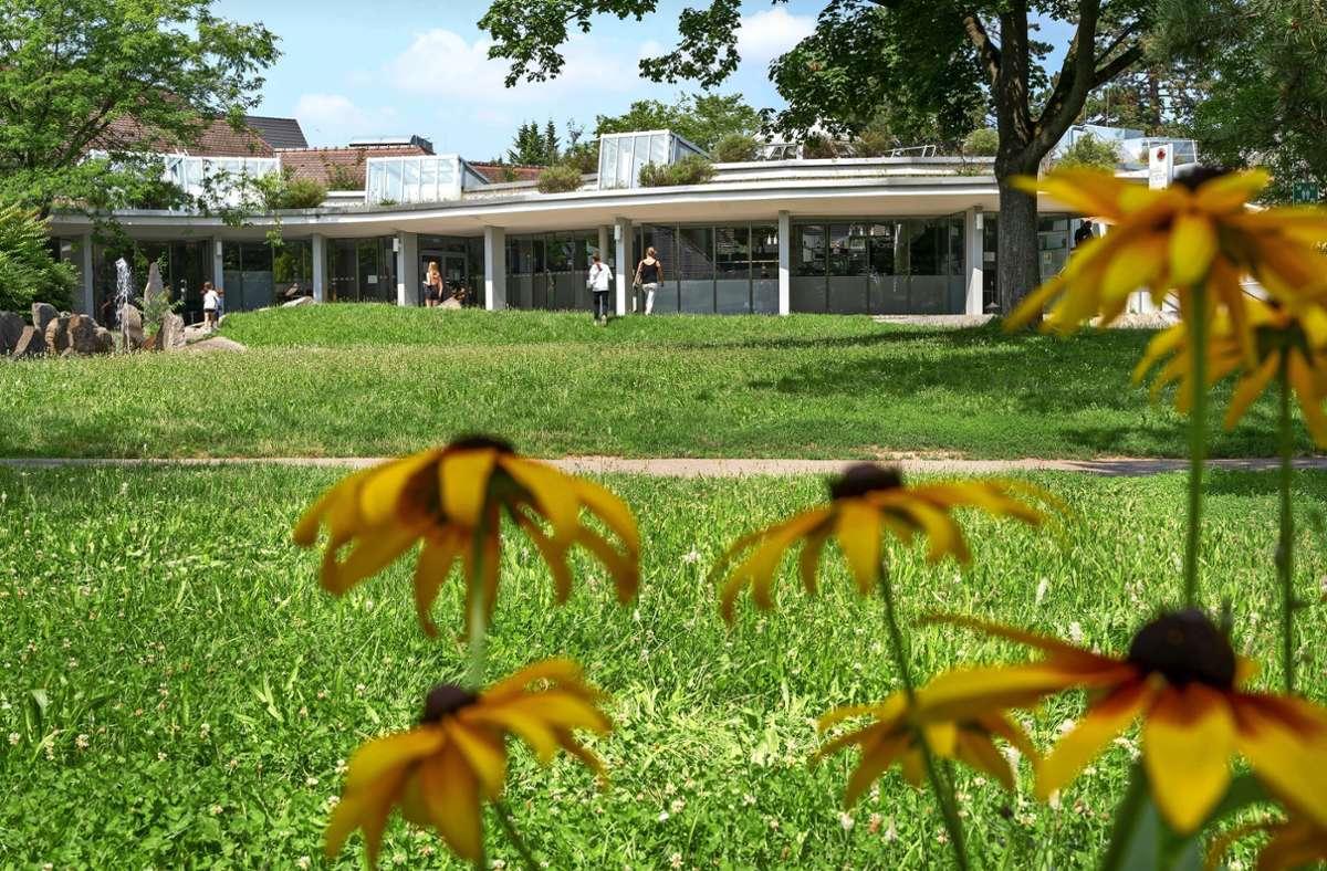 Die Stadthalle Korntal setzt trotz der Pandemie auf ein Kulturprogramm. Die nächsten beiden Veranstaltungen finden im Freien statt. Foto: Jürgen Bach
