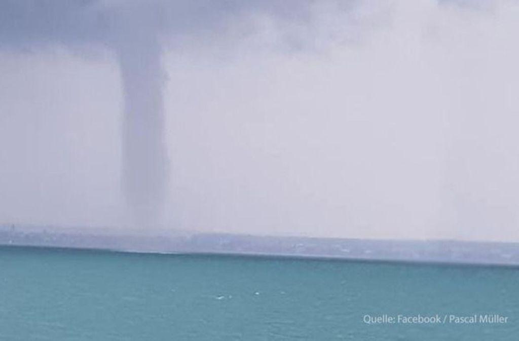 Eine Wasserhose fegte am Sonntagnachmittag über den Bodensee. Foto: Glomex/Facebook/Pascal Müller