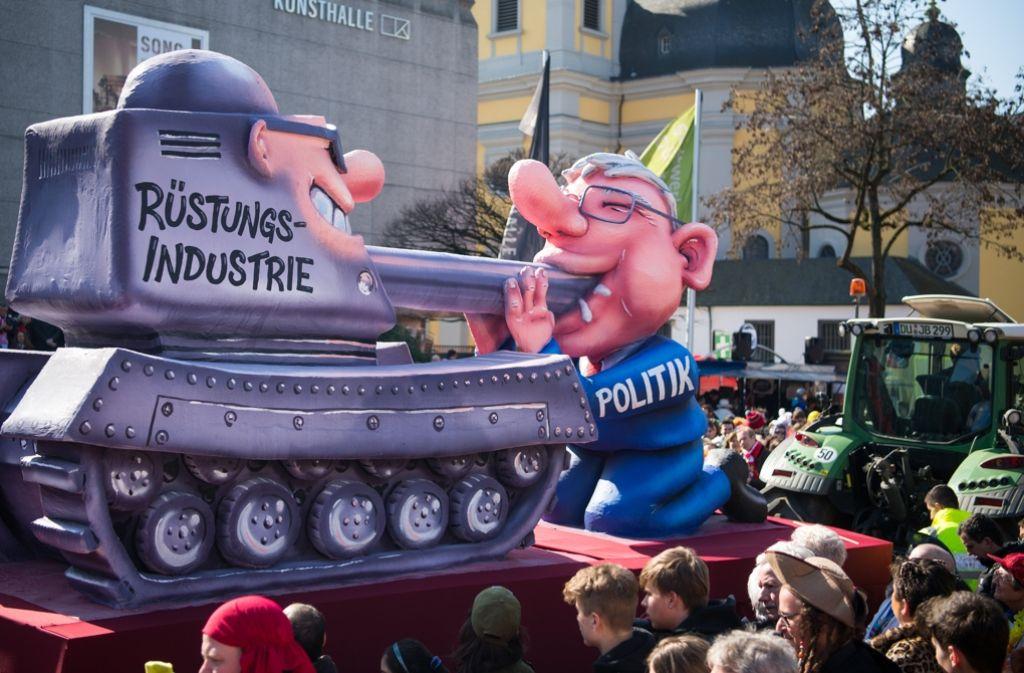 Eine Szene aus dem Mitte März nachgeholten Düsseldorfer Rosenmontagszug Foto: dpa