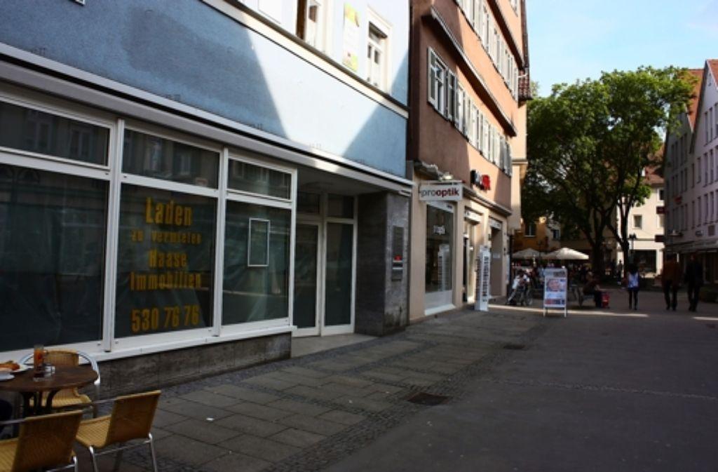 Laden zu vermieten: An der Marktstraße steht zurzeit der ehemalige Schlecker-Markt leer. Foto: Annina Baur