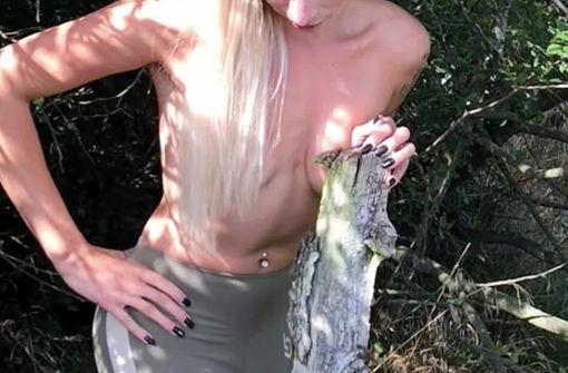 Models protestieren nackt gegen die Rodung
