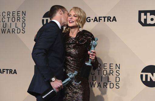 Nicole Kidman und Alexander Skarsgard freuen sich über ihre Preise