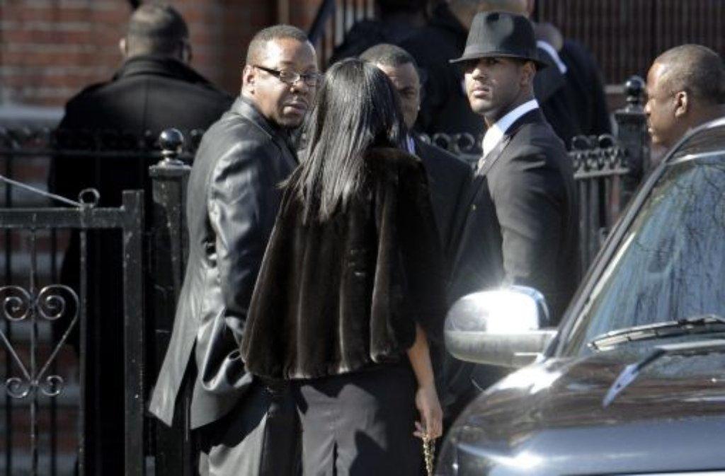 Bobby Brown (links) beim Begräbnis seiner Ex-Ehefrau Whitney Houston. Foto: EPA