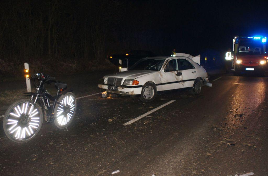 Mercedes, auf der Gegenfahrbahn in Unfallentstellung. Foto: SDMG/SDMG / Schmidt