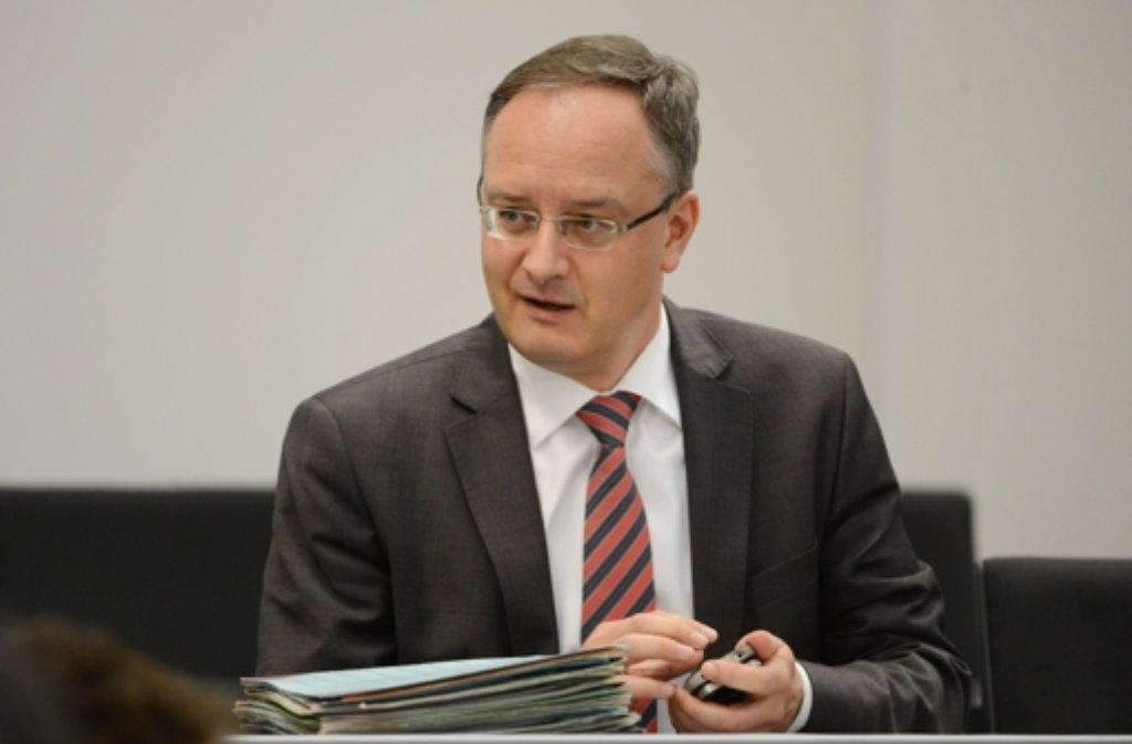 Kultusminster Stoch (SPD) hat sich mit Vertretern verschiedener Organisationen geeinigt. Foto: dpa