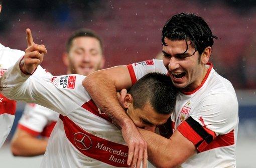Serdar Tasci (rechts) und Vedad Ibisevic wollen auch gegen Molde jubeln. Foto: dpa