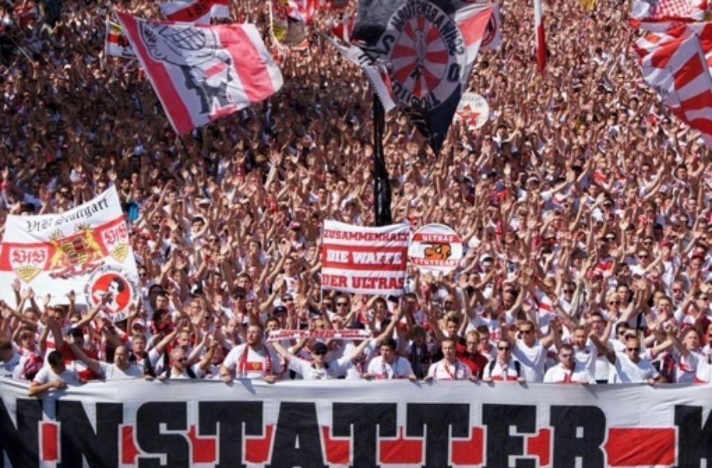 Im vergangenen Jahr sind bei der Karawane Cannstatt unzählige Fans gemeinsam zum Stadion gezogen. Foto: Veranstalter