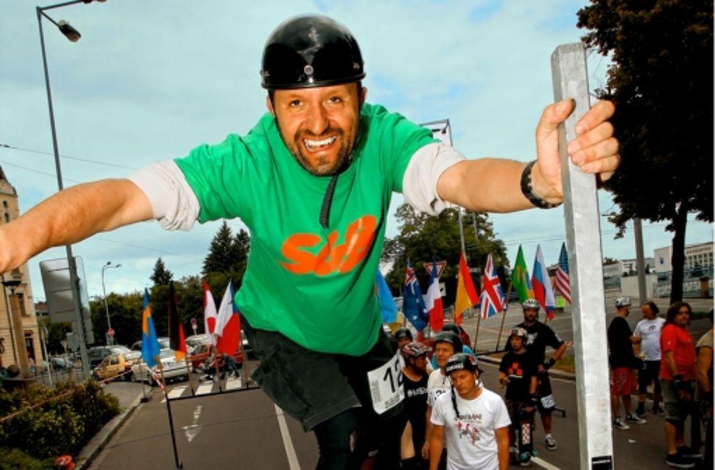 Robert Thiele ist Organisator und Teilnehmer der Slalom-Skateboarder-WM. Foto: Klein