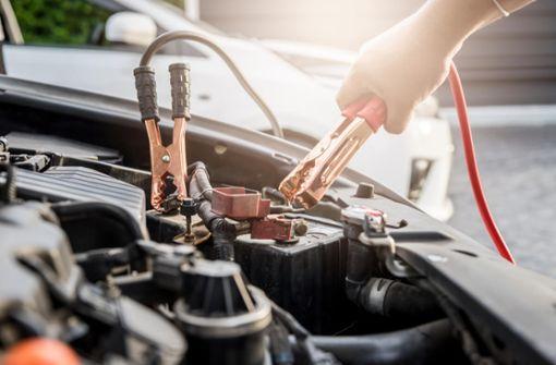 In diesem Ratgeber zeigen wir Ihnen, wie viel Kilometer Sie fahren müssen, um die Autobatterie zu laden.