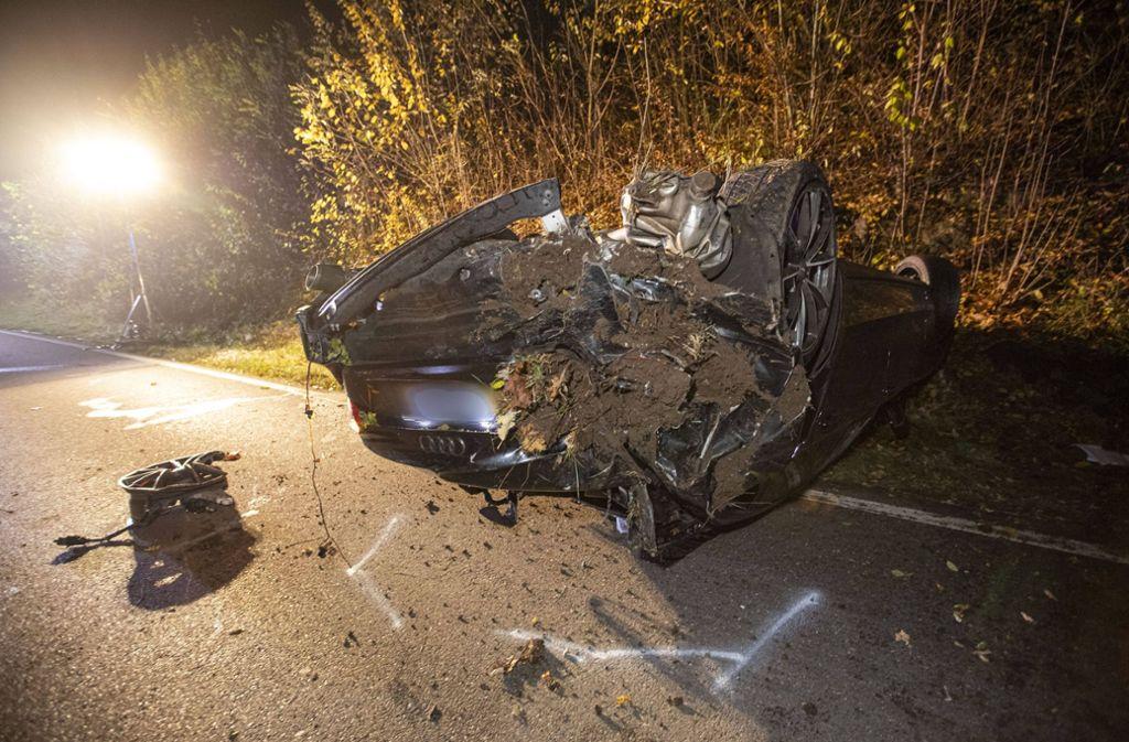 Der Fahrer des Unfallwagens lieferte sich vermutlich ein illegales Autorennen. Foto: 7aktuell.de/Simon Adomat
