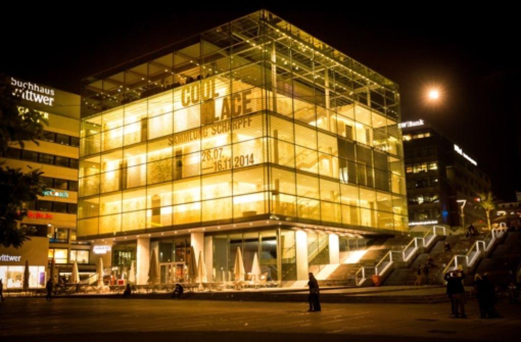 Das Stuttgarter Kunstmuseum ist ein echter Hingucker – sowohl bei Tag als auch be Nacht. Foto: Lichtgut/Achim Zweygarth