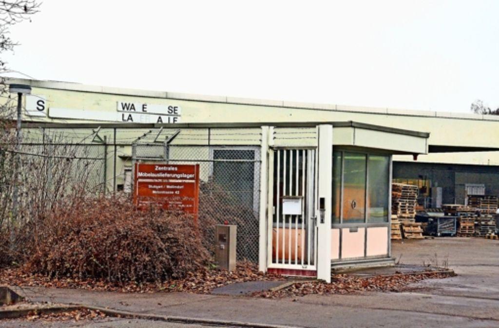 Die Lagerhalle an der Motorstraße gehört der Bundesanstalt für Immobilienaufgaben und ist seit 1983 an das US-amerikanische Militär vermietet. Foto: Leonie Schüler