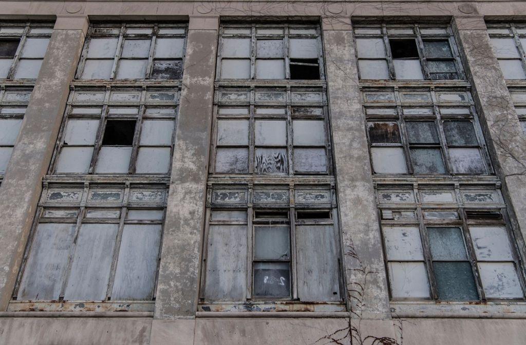 In Jo Nesbøs imaginärer schottischer Stadt gehören leere und verfallende Fabrikhallen zum Stadtbild. Foto: dpa