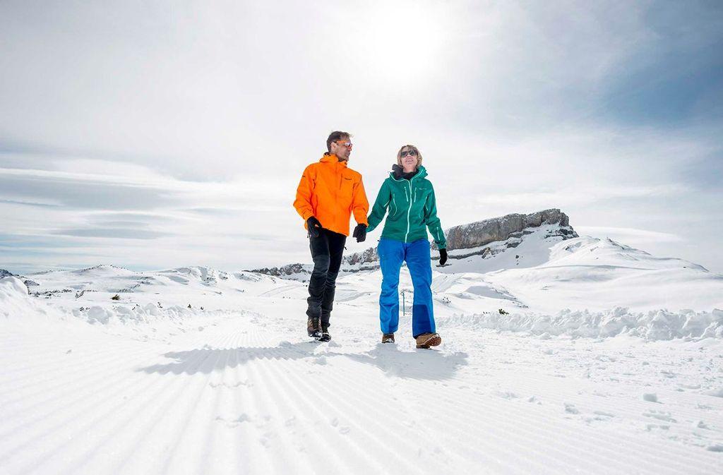 Winterwanderung auf dem Gottesacker-Rundweg auf 2000 Meter. Foto: Kleinwalsertal Tourismus eGen