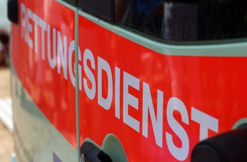 Betrunkener greift Rettungskräfte an