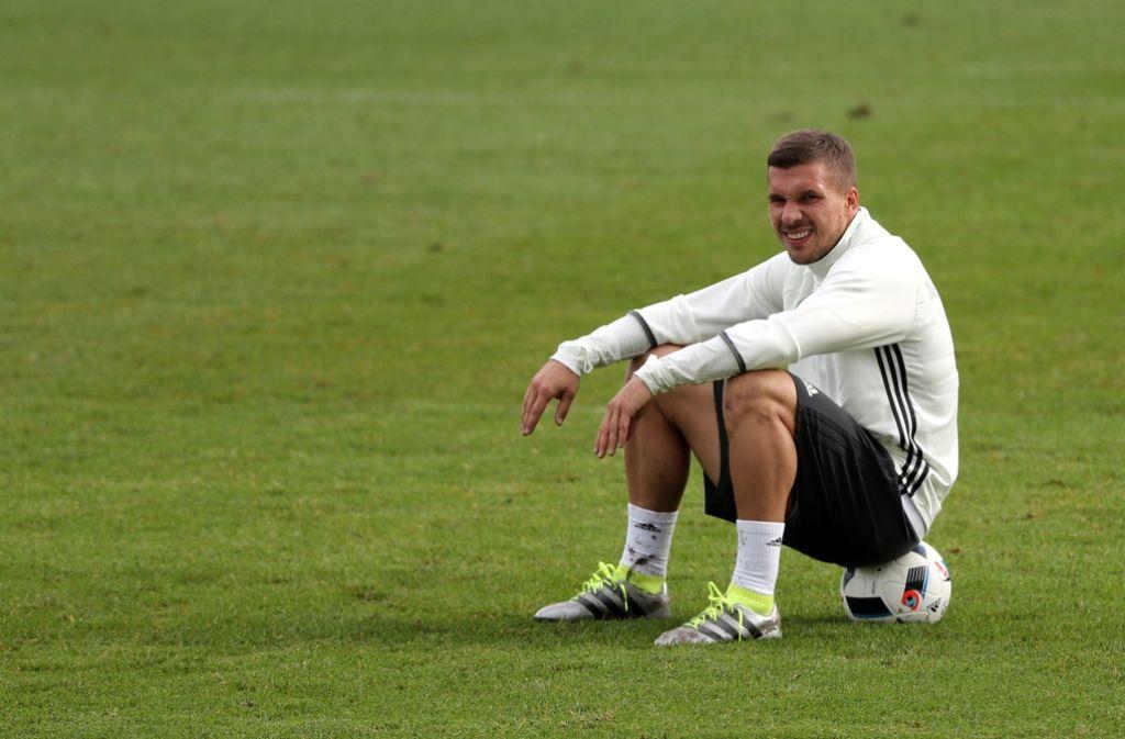 Aussitzen gilt nicht: Lukas Podolski ist der noch aktive deutsche Nationalspieler mit den meisten Länderspiel-Einsätzen. Foto: dpa