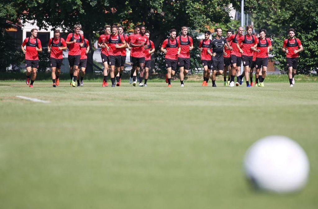 Der VfB Stuttgart II beim Trainingsauftakt. Foto: Pressefoto Baumann