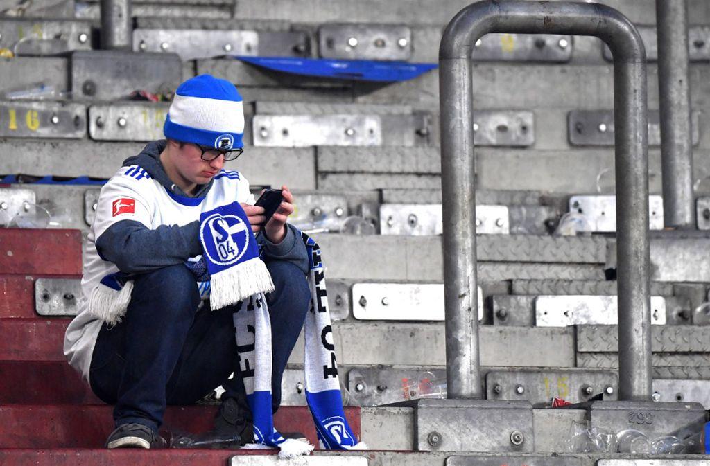 Der Blick auf die Tabelle ist für Schalke-Fans zurzeit unerfreulich. Foto: Bongarts