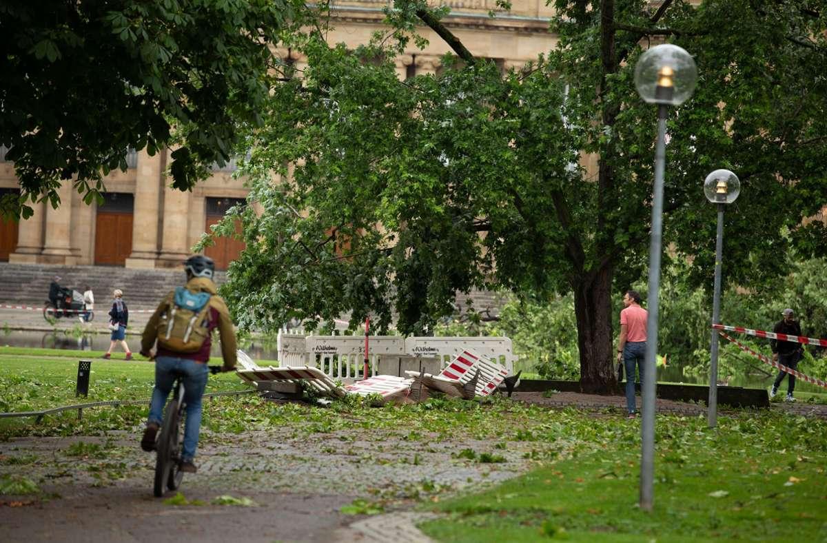 Fahrradfahren mit Hindernissen: Die Wege sind noch nicht frei. Foto: Lichtgut/Leif Piechowski