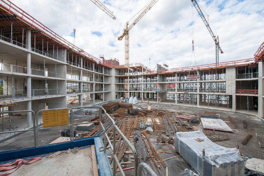 Die neue Geschäftszentrale von Ernst & Young am Flughafen Stuttgart nimmt langsam Gestalt an. Hier sind die Bilder von der Baustelle. Foto: www.7aktuell.de | Florian Gerlach