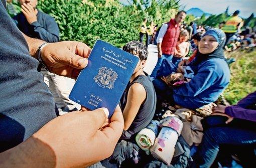 Viele Flüchtlinge sind  in diesem Jahr ohne Identitätspapiere eingereist. Das will die CSU nicht länger akzeptieren. Foto: dpa